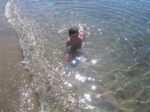 koray-im-meer-baden