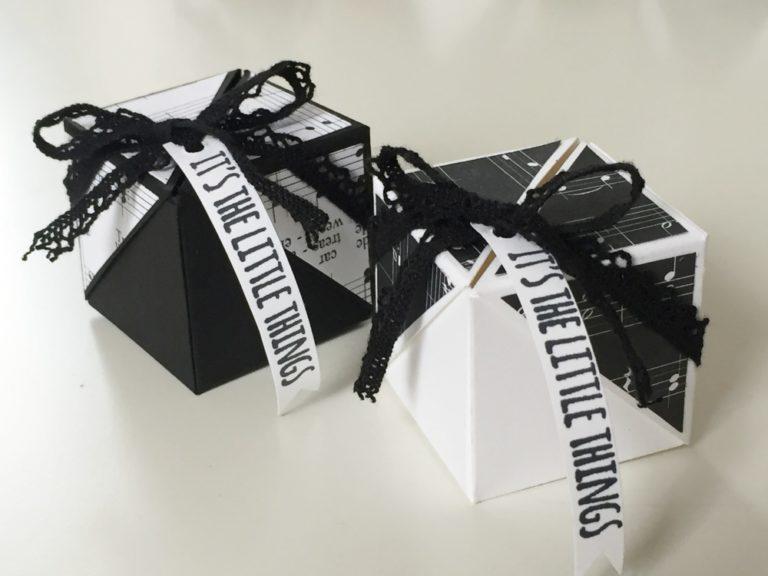 Schwarz-weiße Flügel-Box mit Video-Tutorial