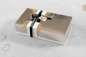 Weihnachtsverpackung in Champagner & Gold