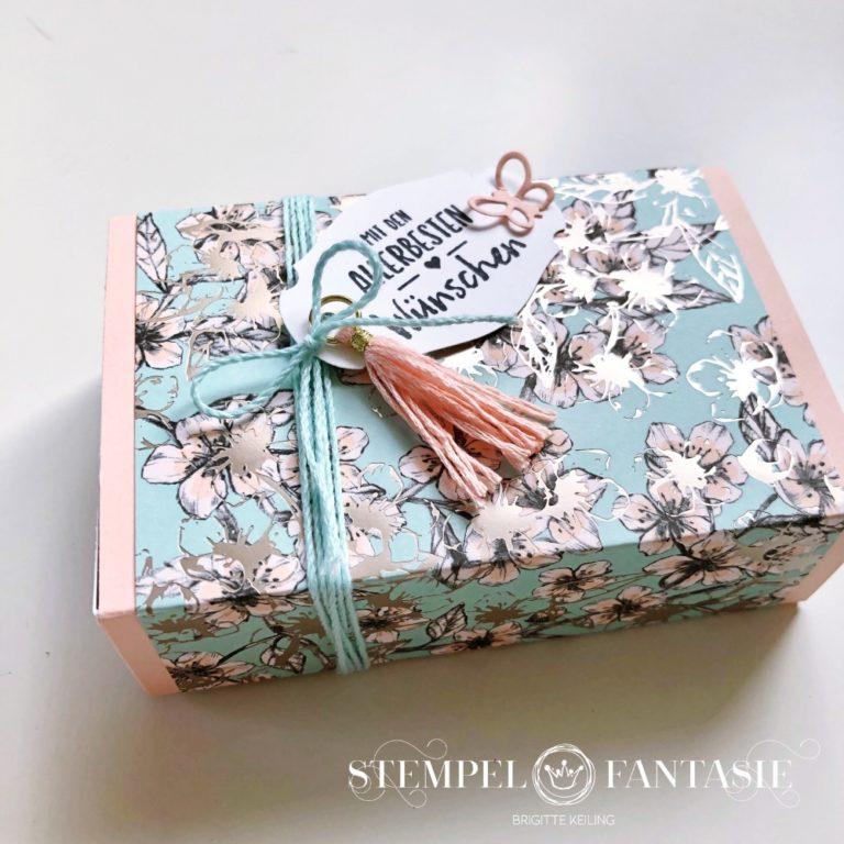 Zarte Geschenkboxen mit flauschigem Inhalt