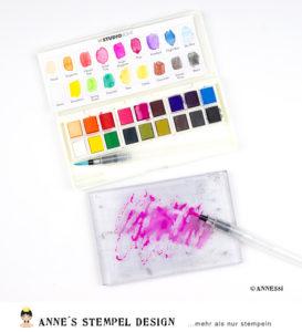 Hintergrundtechnik mit Wasserfarben – Aquarellfarben auf einem Scrapbookinglayout