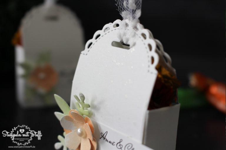 Gastgeschenk zur Hochzeit mit Stanzform Mini-Geschenkschachtel