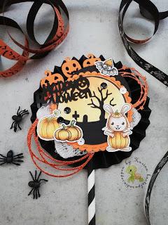 Strohhalm dekoriert für Halloween